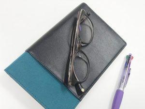メガネと手帳